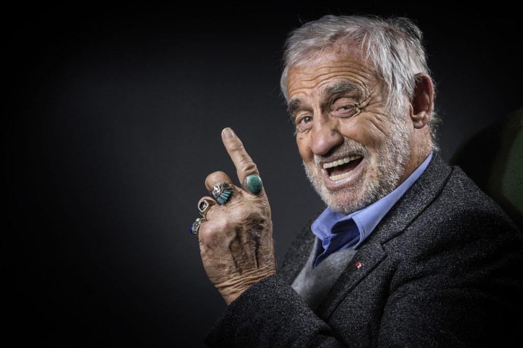 Portrait de Belmondo souriant
